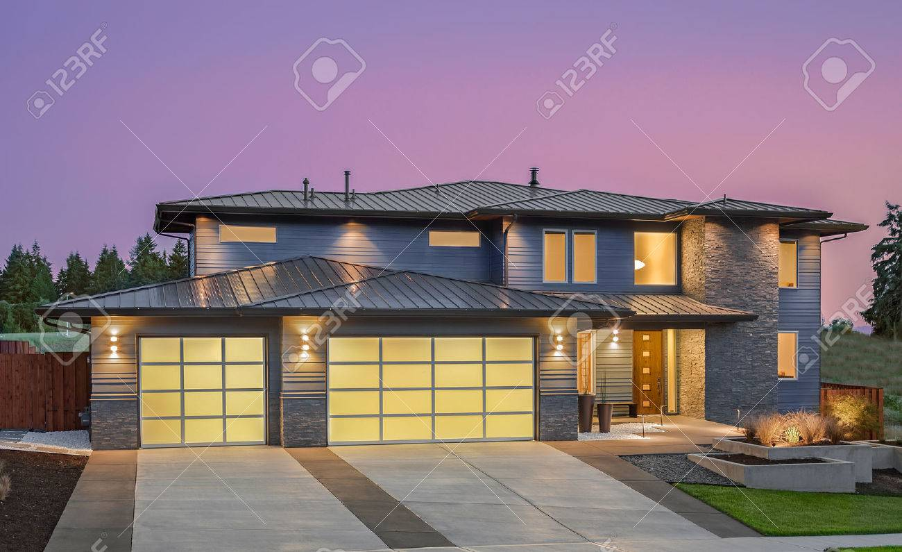 Modern luxury homes exterior - Luxury Home Beautiful Exterior Of New Luxury Home At Sunset
