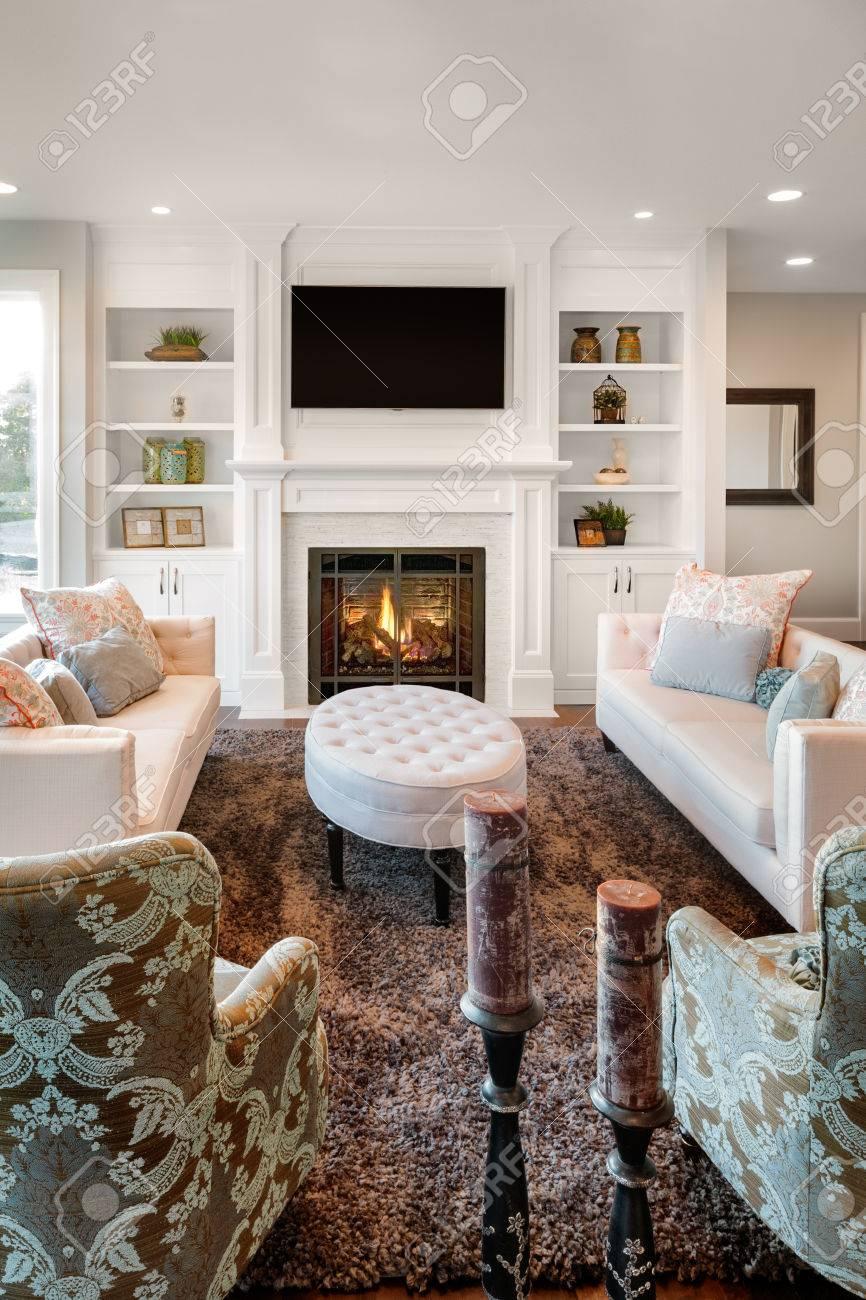stockfoto woonkamer met houten vloeren in nieuwe luxe huis verticale orintatie