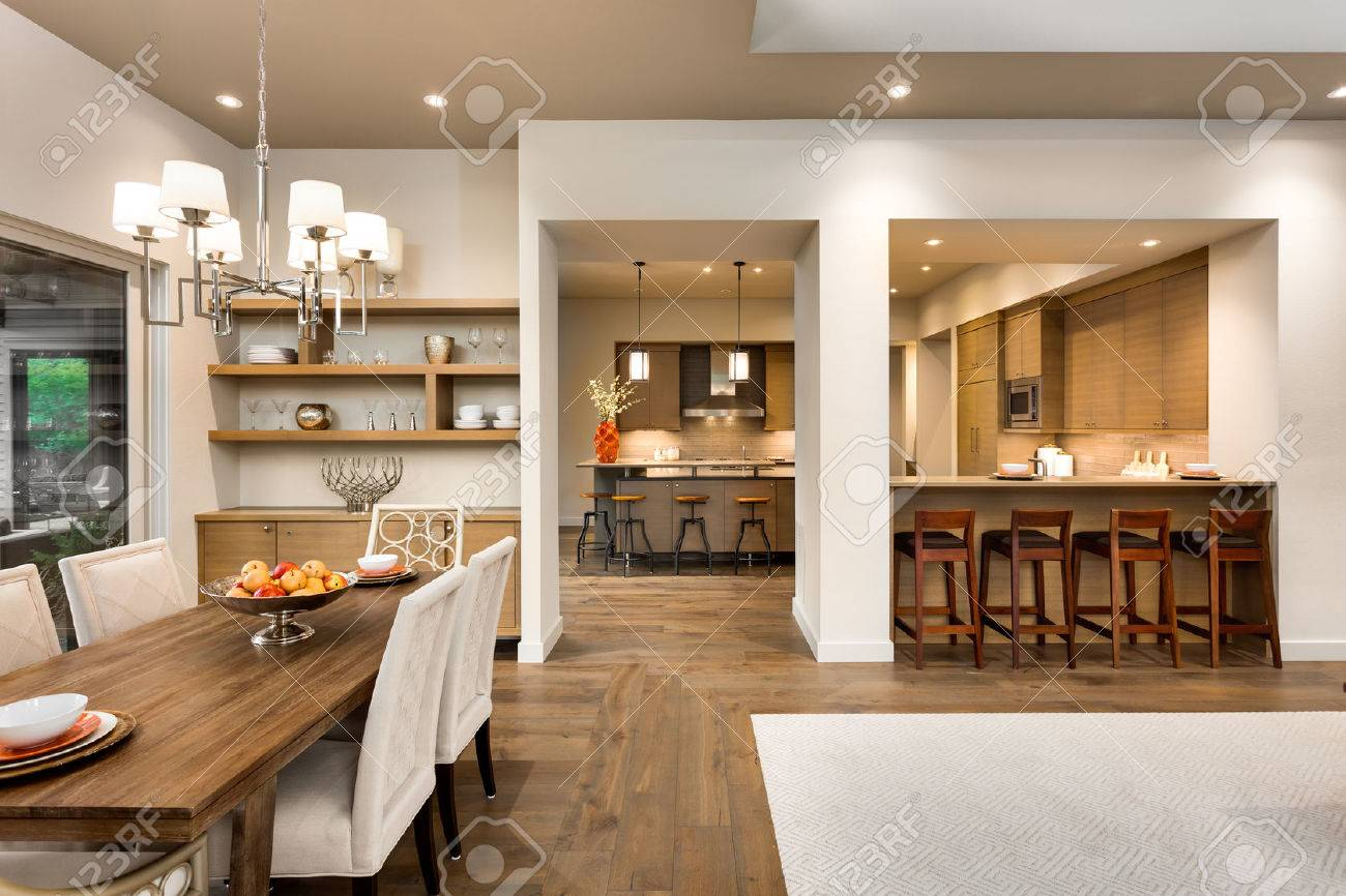 Wohnzimmer Esszimmer Und Kuche In Der Neuen Luxus Haus Lizenzfreie Fotos Bilder Und Stock Fotografie Image 61071943