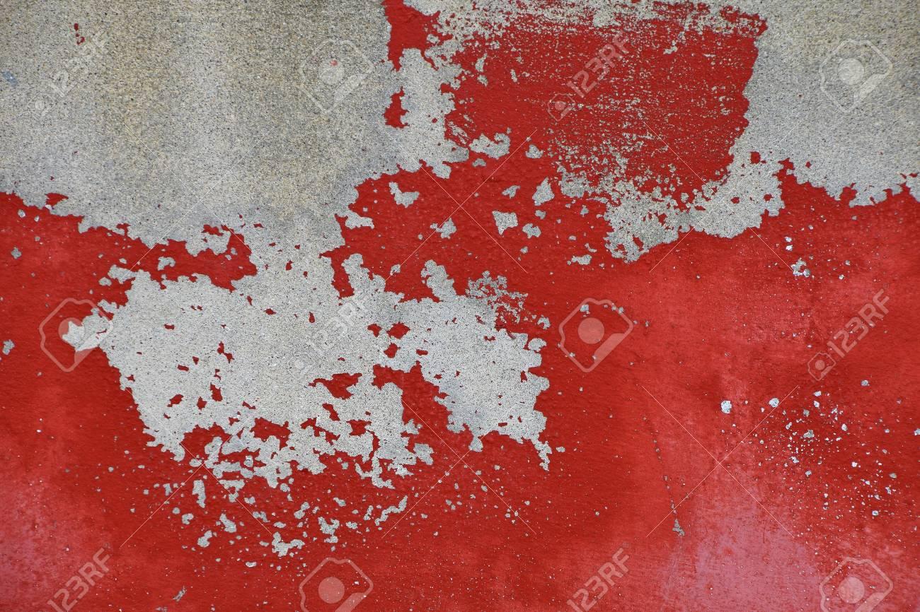 Flocons De Vieux Lumineux Peinture Rouge Vif Grungy Cru Sur Le Mur De Béton Gris