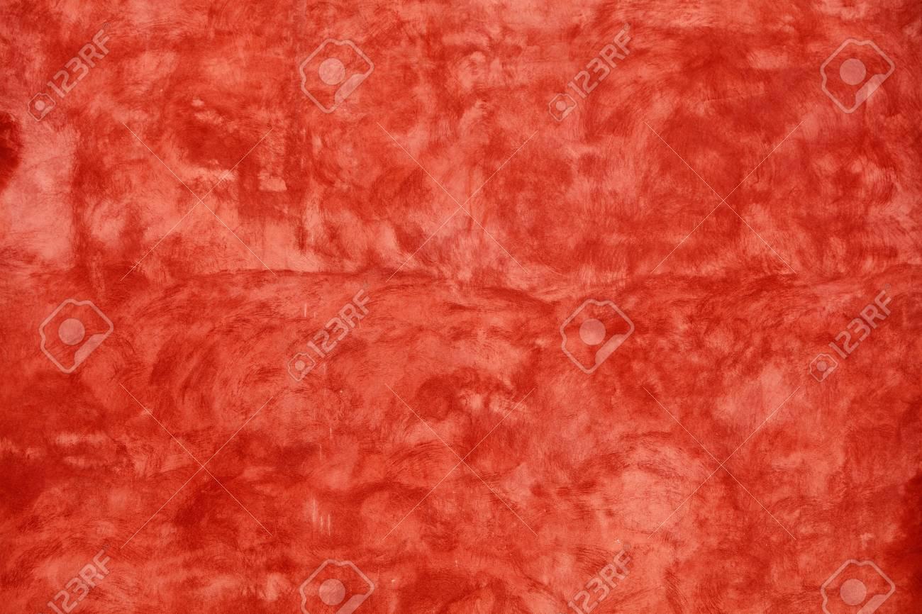 Grunge écarlate Rouge Vif Inégal Vieilli Daub Plâtre Mur Texture Fond Avec Des Taches Et Des Coups De Peinture Gros Plan