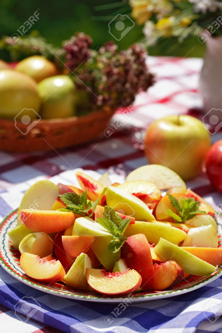 Summer refreshment - outdoor dining Stock Photo - 1591290