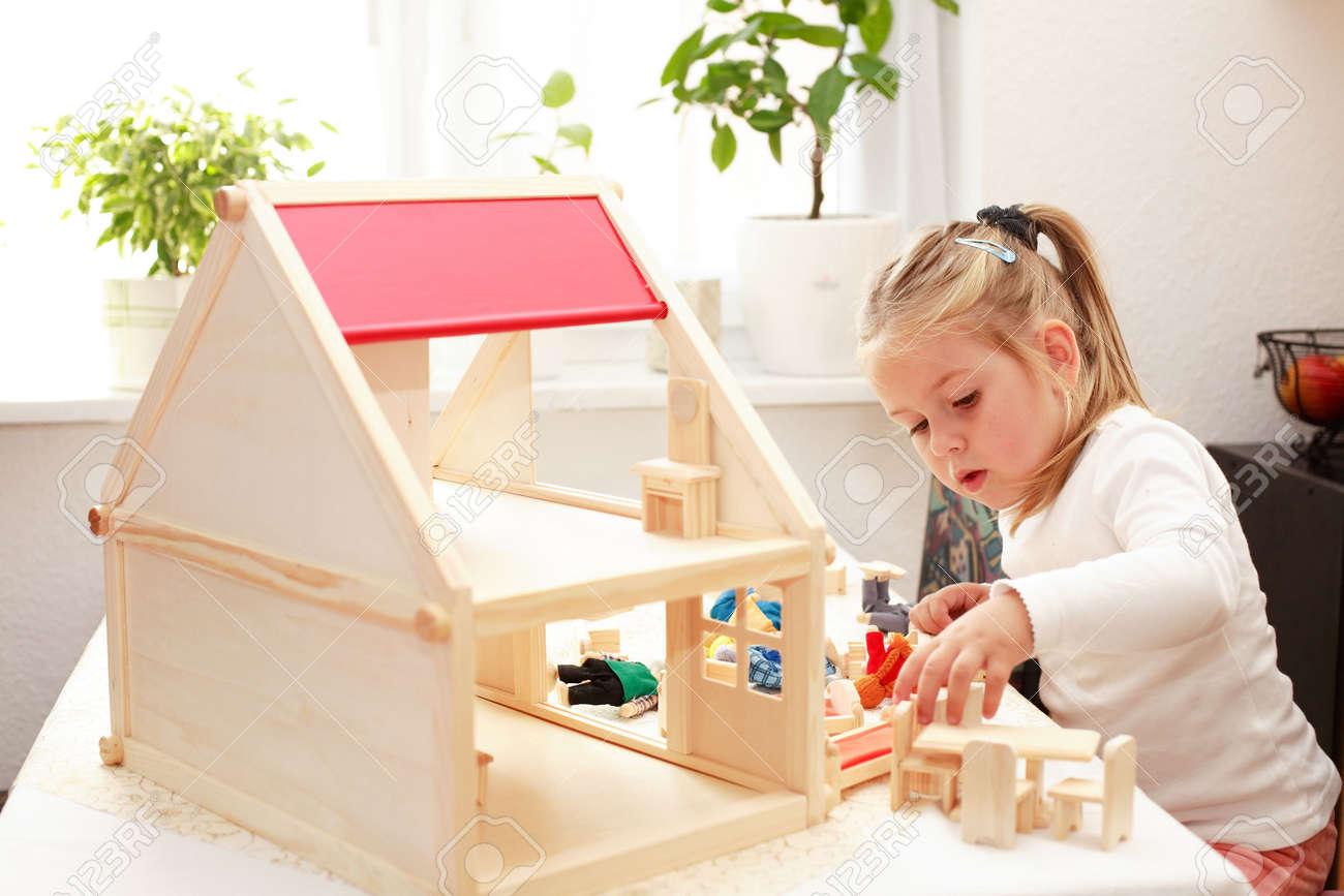 Как сделать кукольный домик из коробок