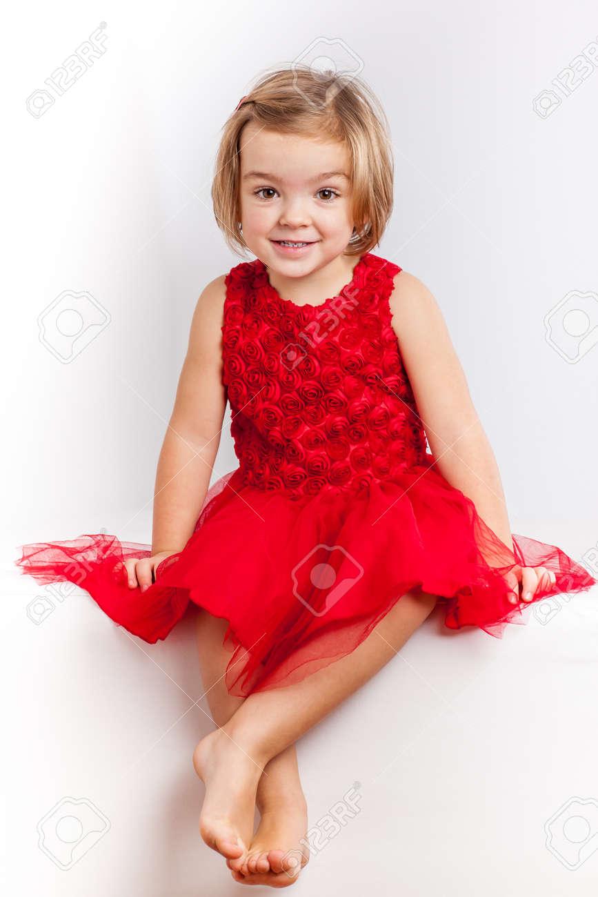 Niña Hermosa Con Vestidos Rojos