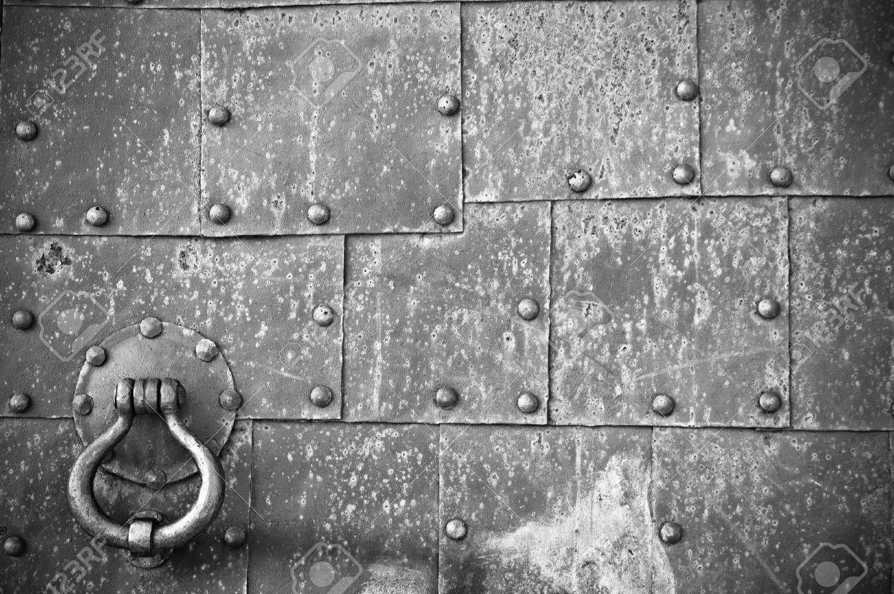 old pattern gate with a knocker Stock Photo - 12880122
