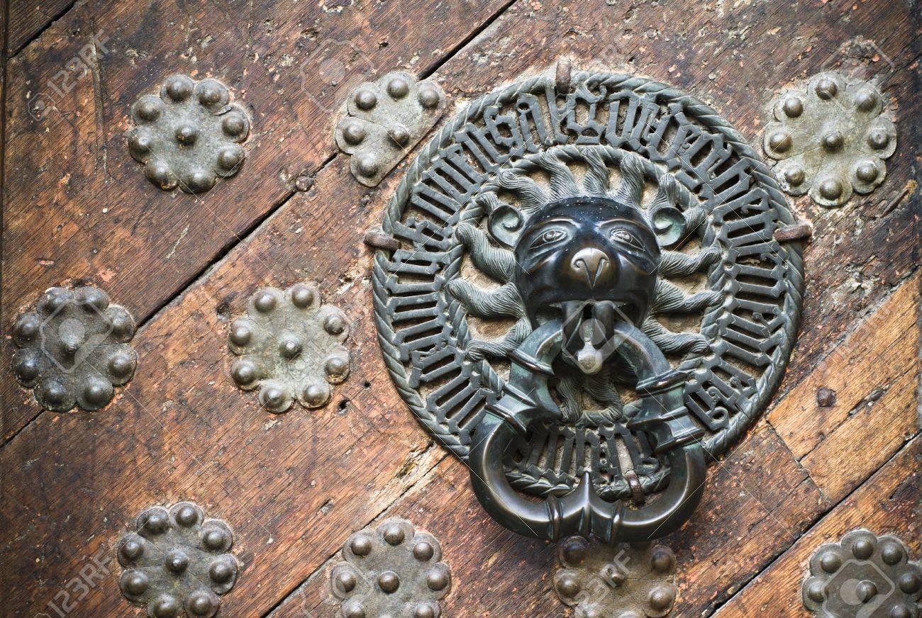 Door Knocker on the door of an old building Stock Photo - 18386502