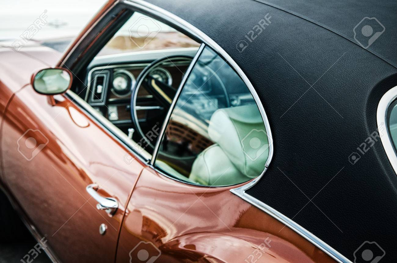 Retro car, close up - 53384313