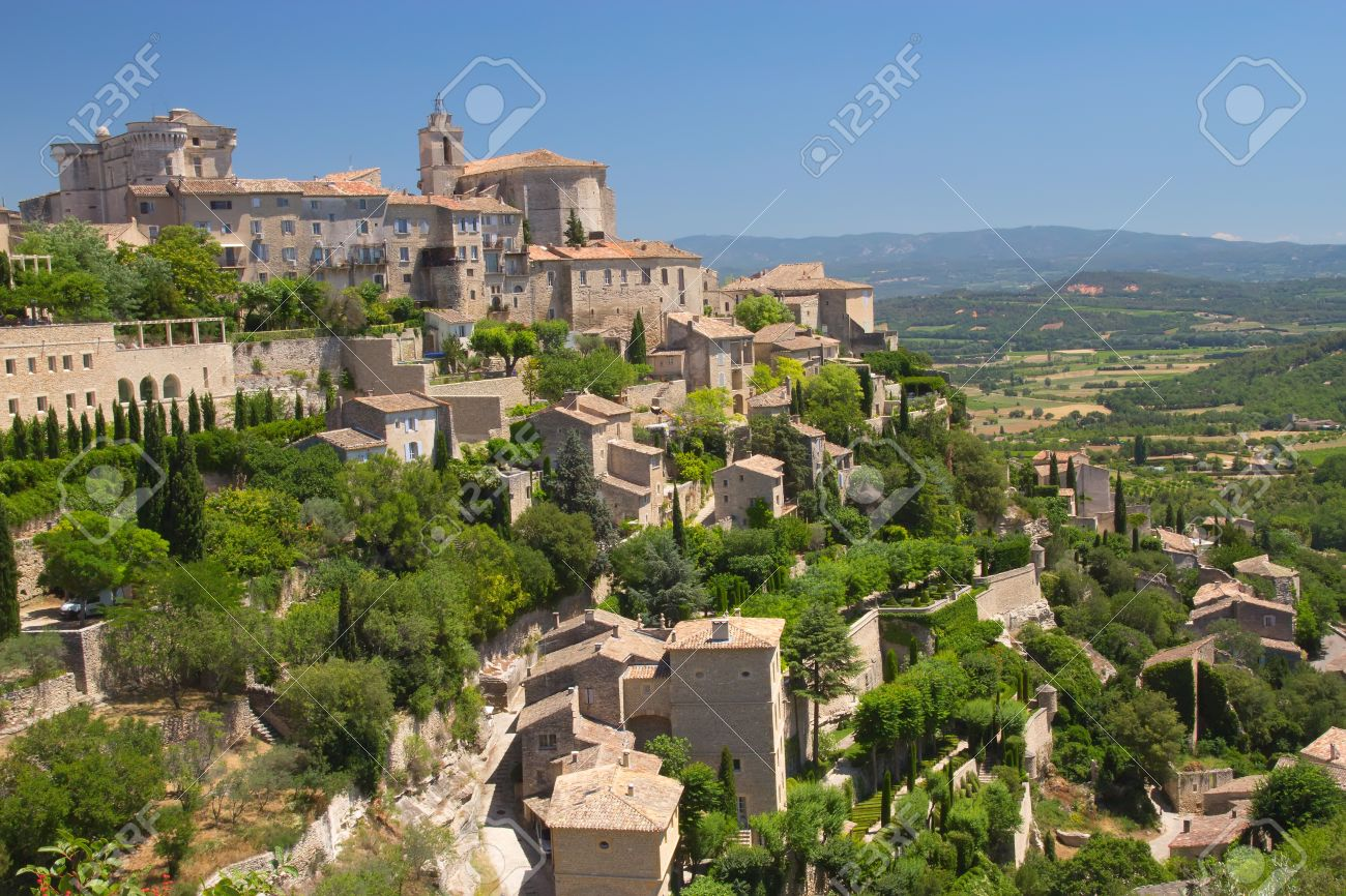 View of the hilltop village of Gordes Provence, France This village has a typical Provencal character - 14461510