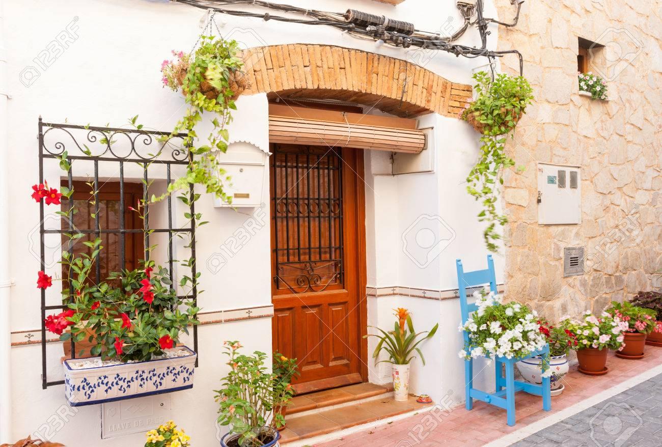 Stuhl Und Blumentopfe Verzieren Home Aussen In Engen Traditionellen