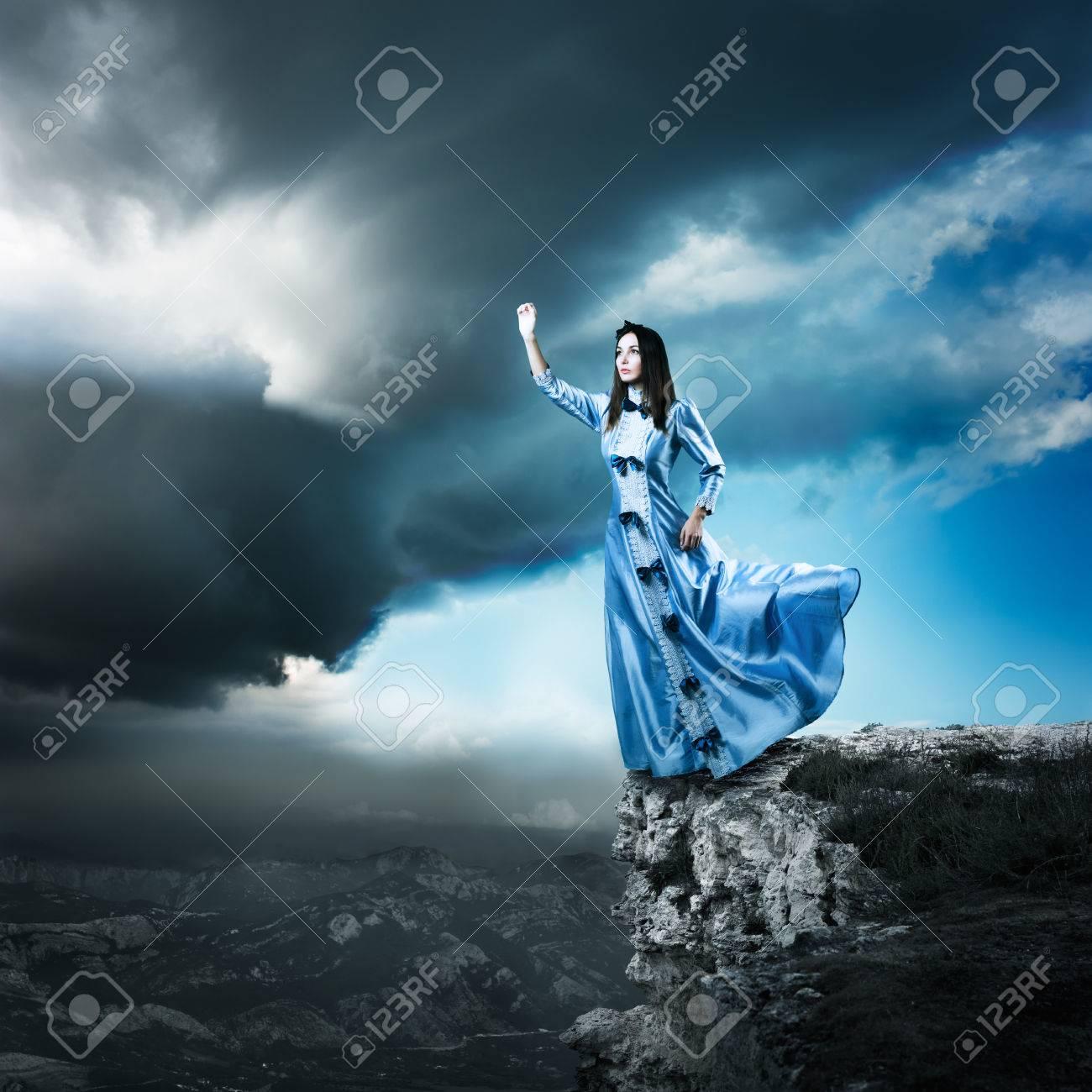 Encuadre De Cuerpo Entero Foto De La Mujer De La Fantasía En ...
