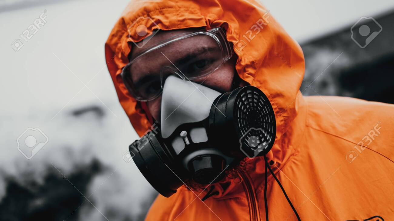 Protection respirator half mask for toxic gas.The man prepare to wear protection air pollution in the chemical industry - 130346013