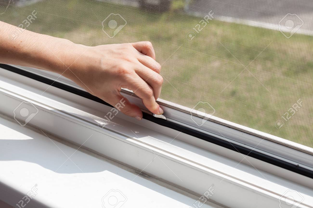 Installing mosquito nets for plastic windows - 82286175