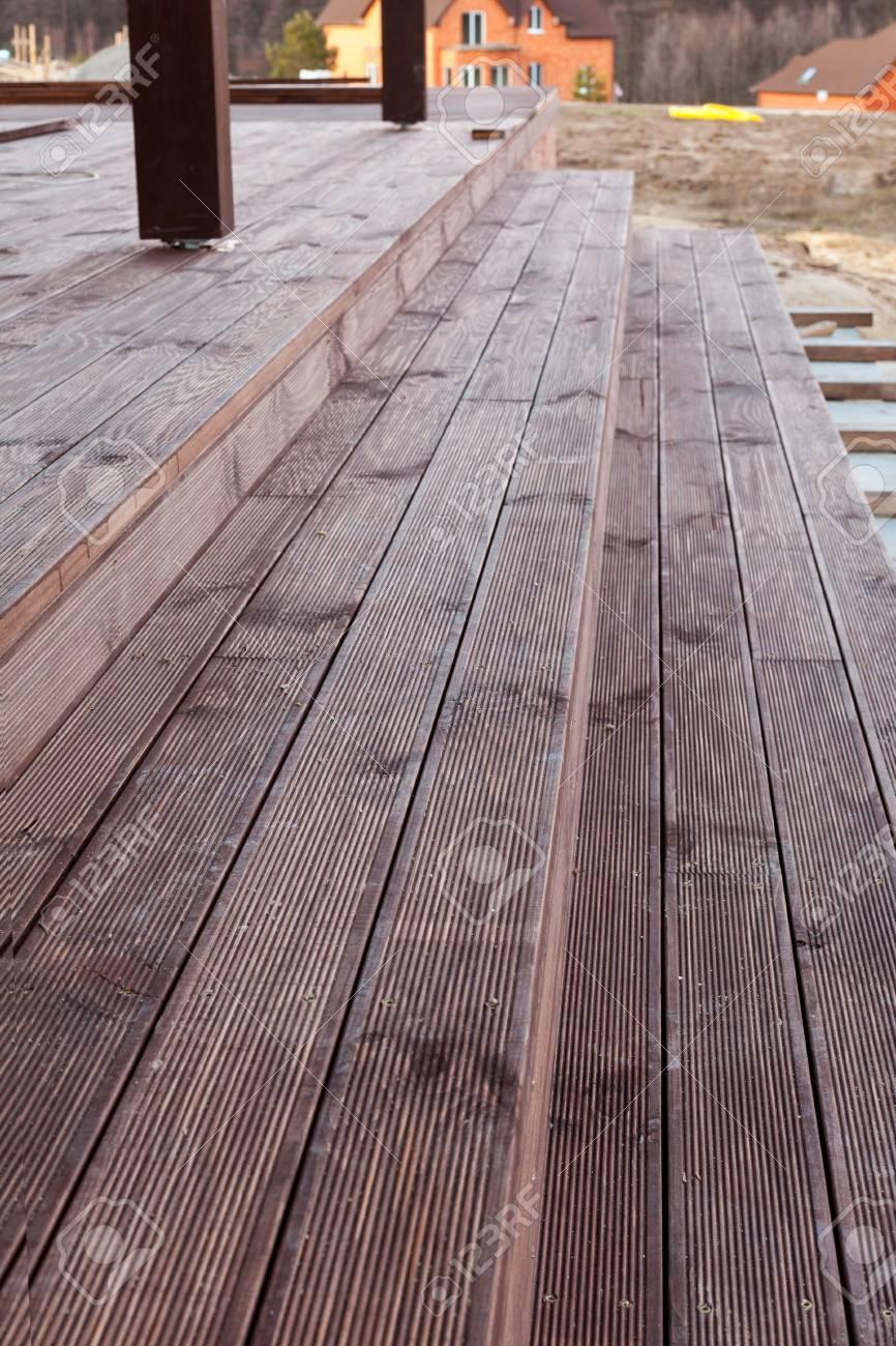 Construire Terrasse En Bois construire un escalier à la terrasse en bois