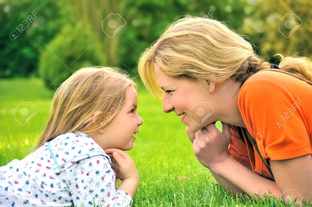 Фото мама и дочь на природе 12 фотография