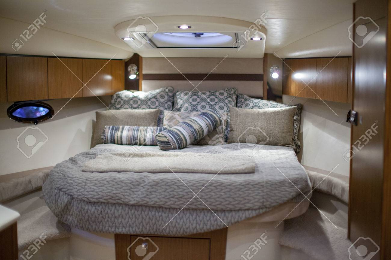 Bed in a speedboat - 28638558