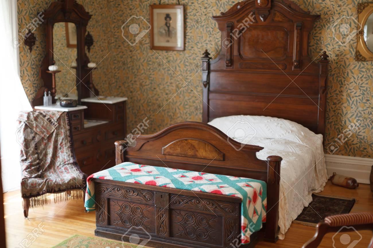 ... Gemütlich, Ruhen, Entspannung, Cosy, Bett, Eleganz, Luxus, Modern,  Abwesenheit, Wohnraum, Stuhl, Lebensstil, Holz   Material , Leer, Möbel, He