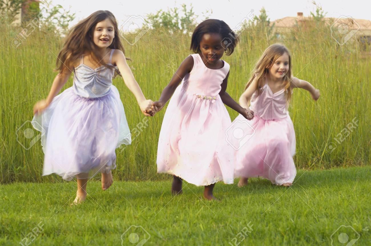 Fantastisch Partei Tragen Kleider Mädchen Ideen - Hochzeit Kleid ...