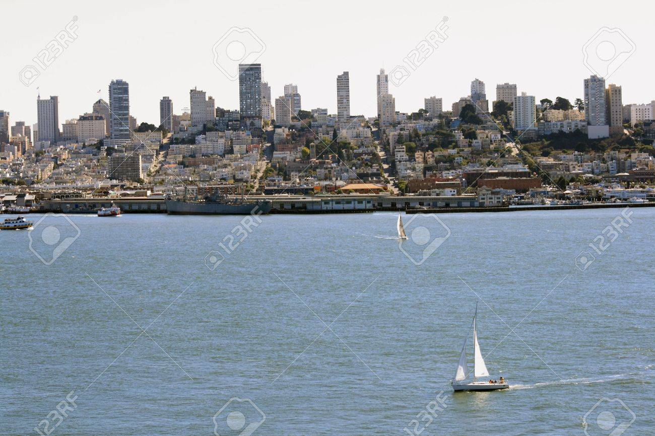 San Francisco skyline on a beautiful day.  Sailboats and skyscrapers all seen here. Stock Photo - 5904882