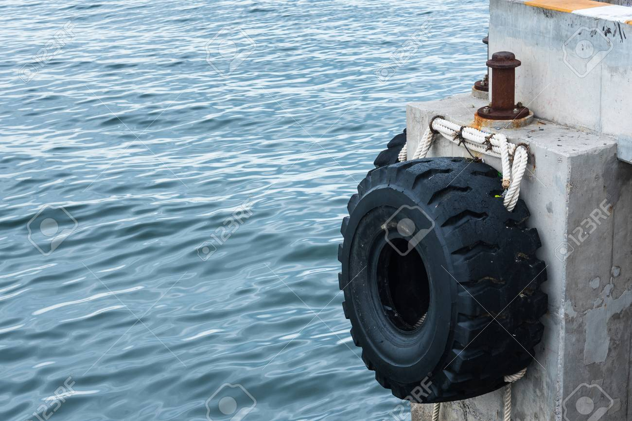Big Truck Tires >> Old Tires Used As A Bumper For Boats Or Big Truck Tires Used