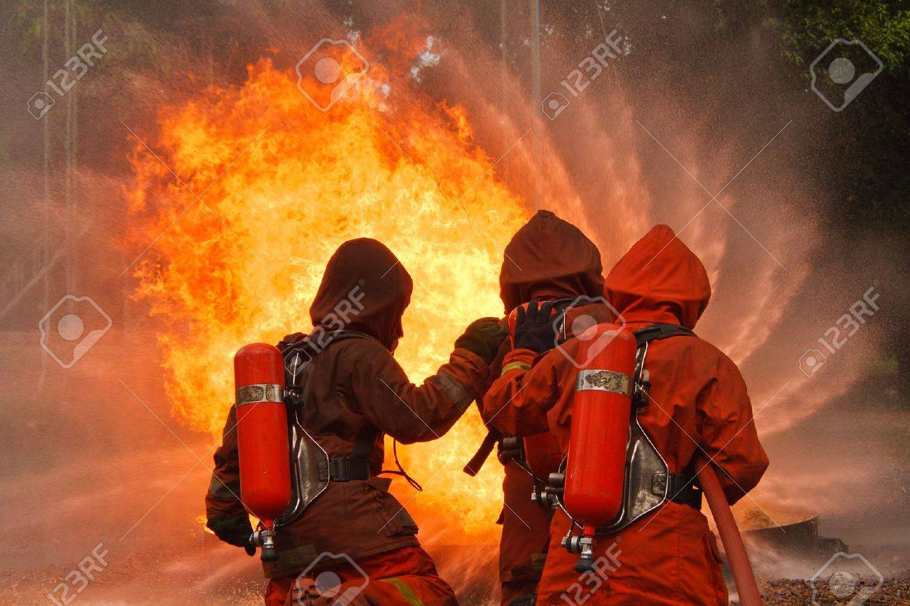 Firefighters fighting fire during training - 16086700