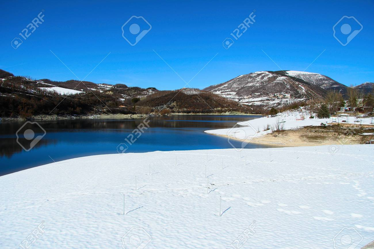 Blue lake in the marche mountains Stock Photo - 12659569
