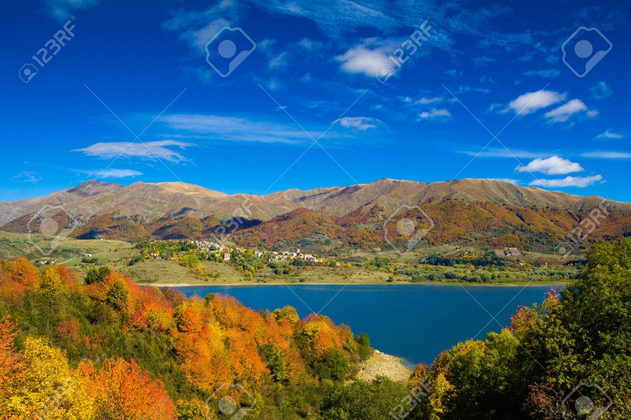 イタリアのアペニン山脈の美しい...