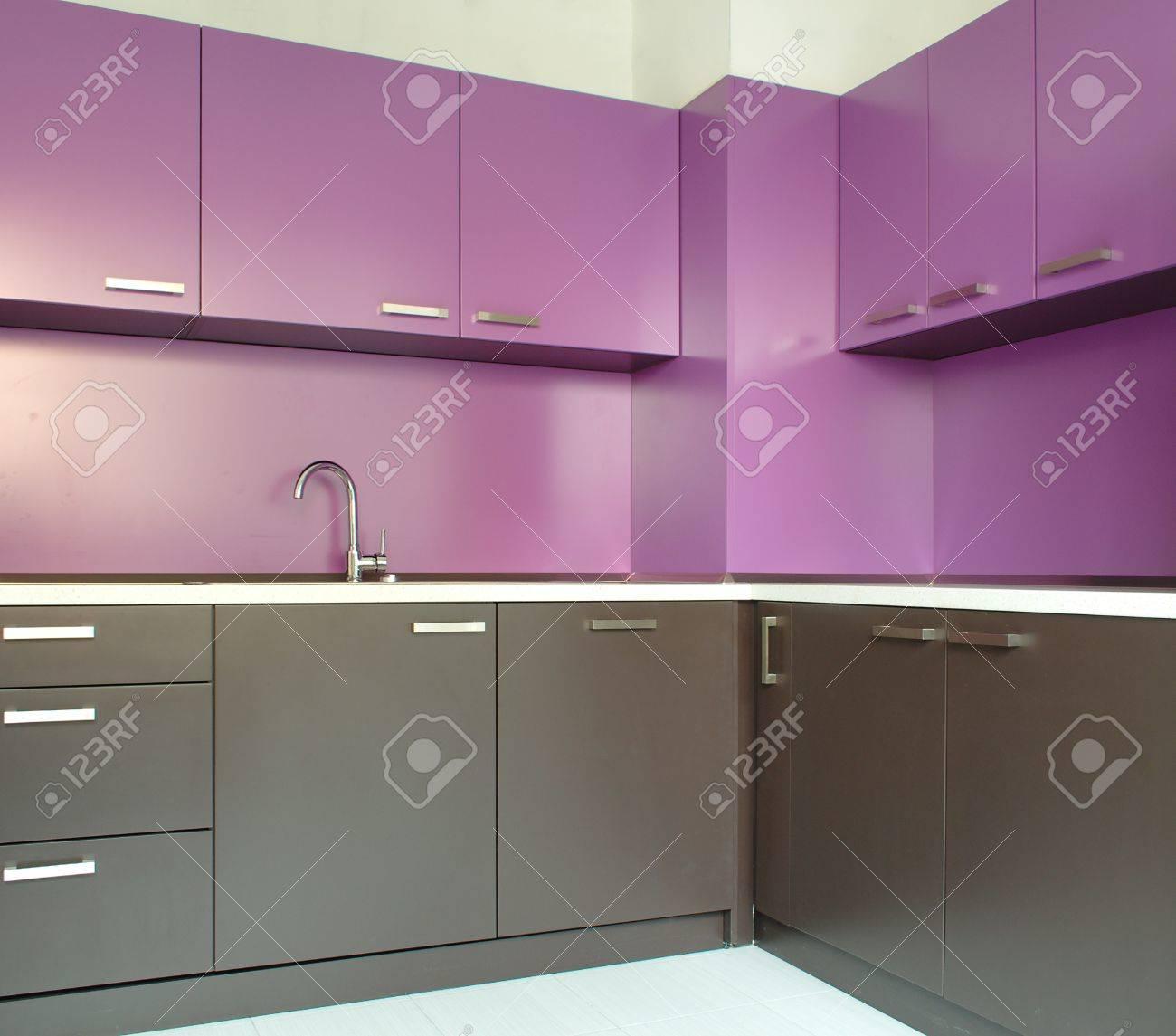 Cuisine Moderne Couleur Violet nouvellement équipée cuisine moderne en violet et marron