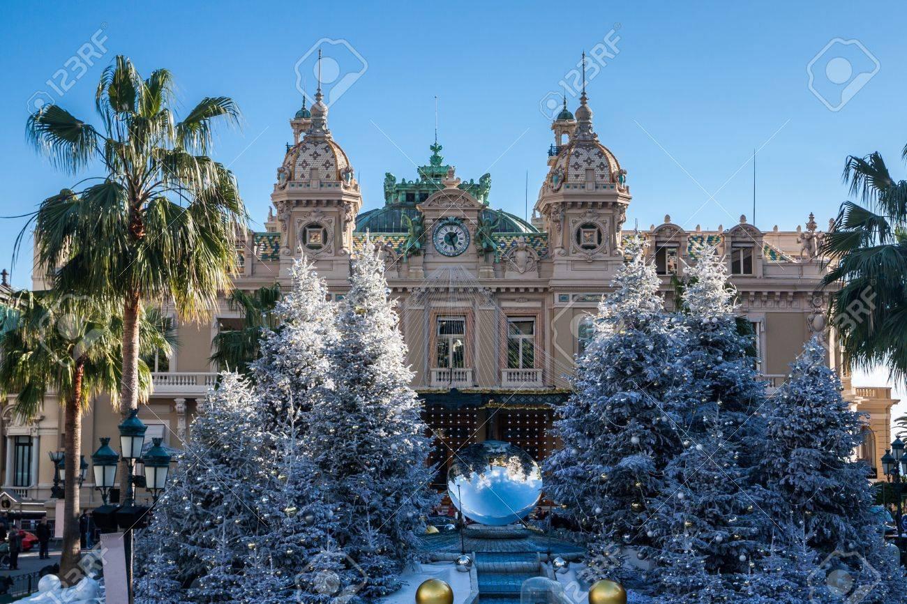 クリスマスに monte carlo のカジノ ロイヤリティーフリーフォト
