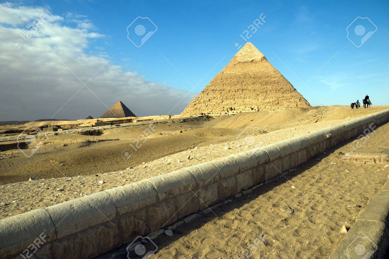 Egypt. Giza. View of the Hefren and Mikerin pyramids. - 10331414