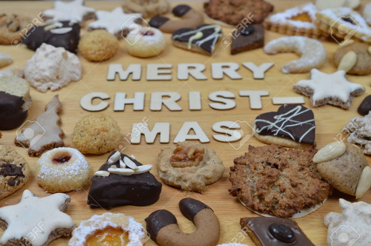 Verschiedene Arten Von Weihnachtsplätzchen Auf Einem Breadboard Um ...