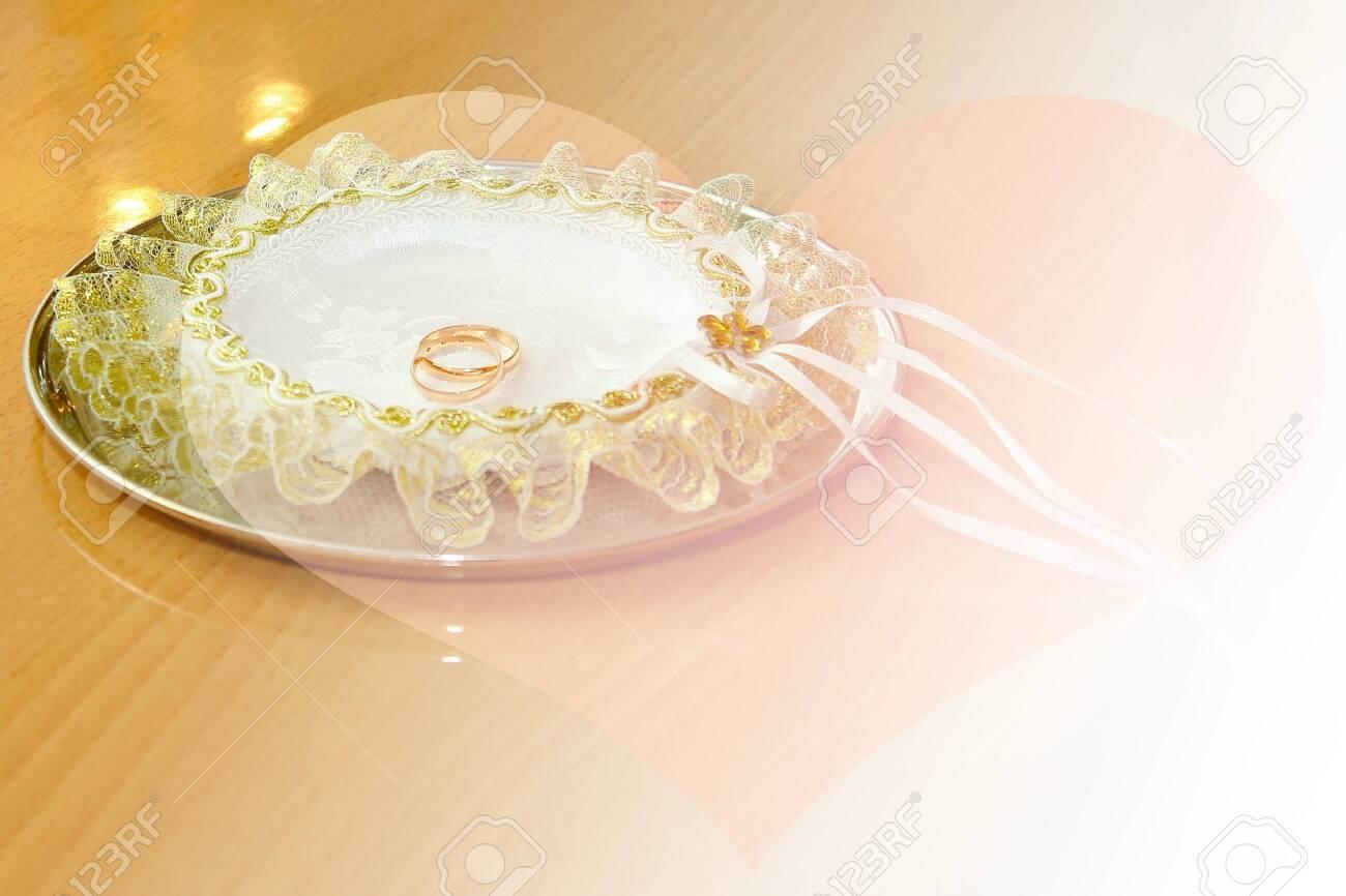 wedding rings Stock Photo - 12783605