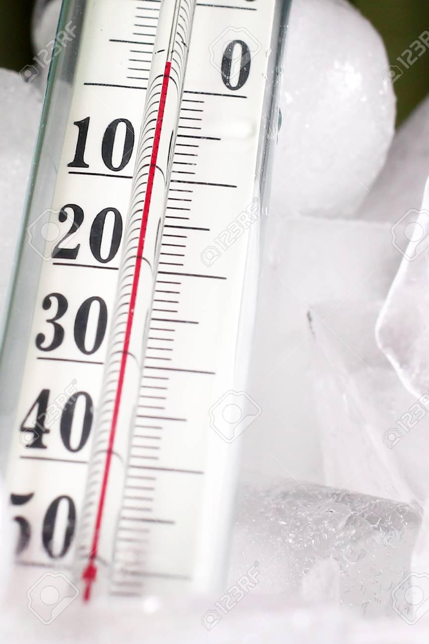 thermometre en verre pour la mesure de la temperature et de la glace