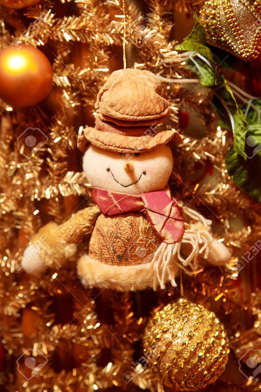Deco De Noel Dans Le Jardin guirlande d & # 39 ; or de noël avec le jardin. décoration d