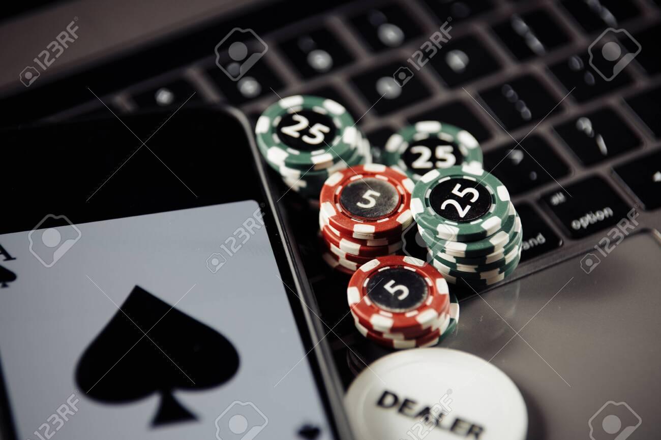 Музыка онлайн под покер скачать игру игровые автоматы слоты crazy fruit