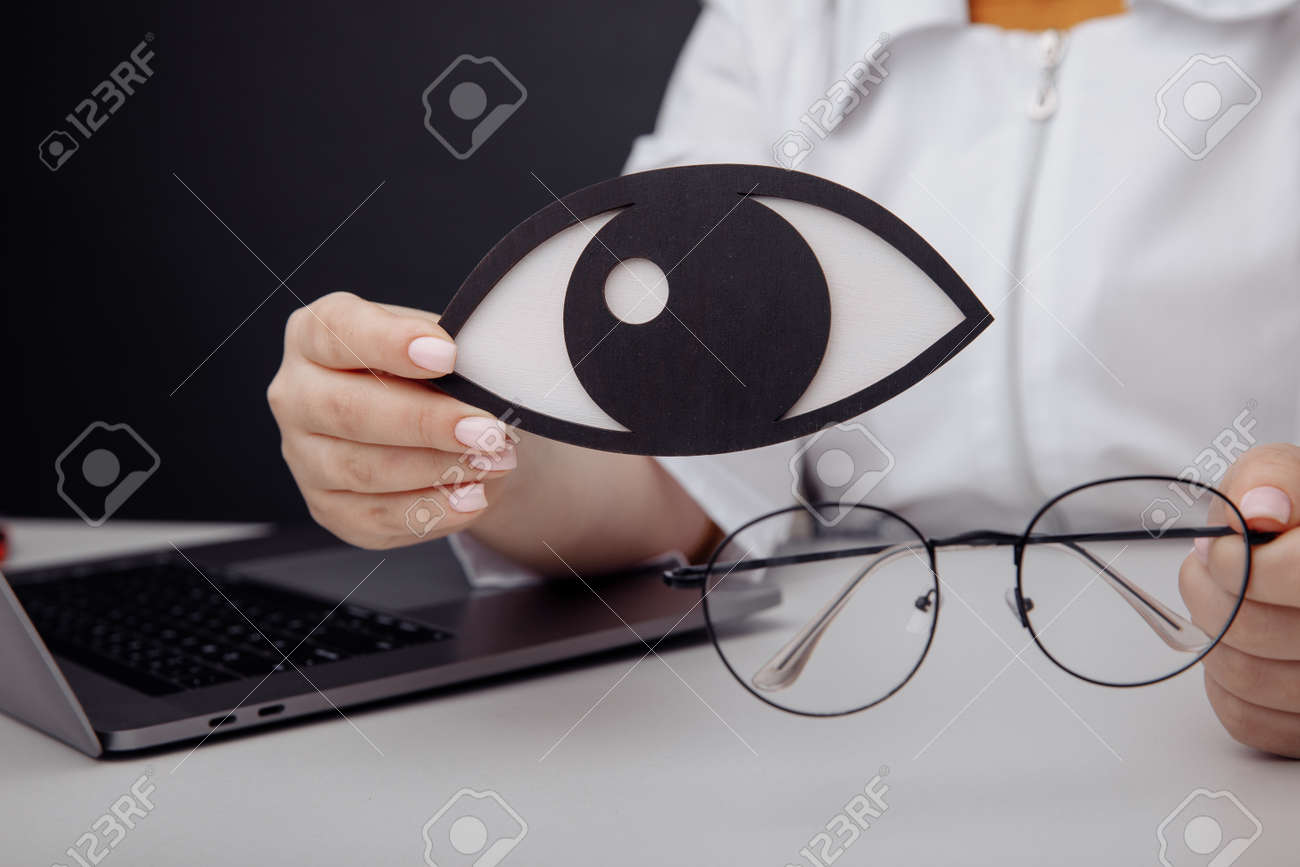 Wooden eye in doctors hand close-up - 169819667