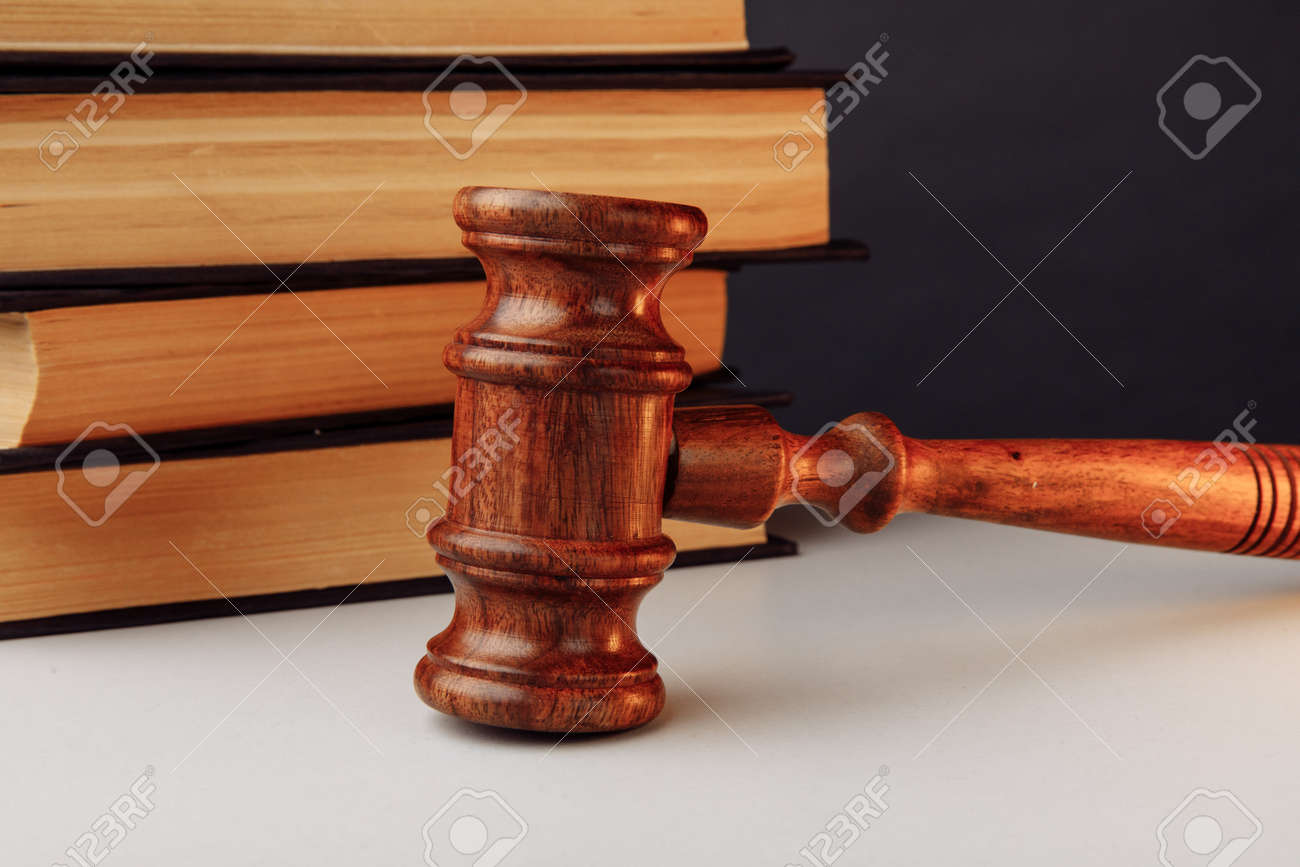 Law concept. Wooden gavel and books - 171966889