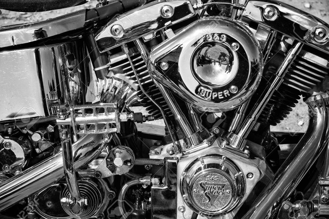 """PAAREN IM GLIEN, GERMANY - MAY 19: Motorcycle Engine Harley Davidson Custom Chopper, black and white, """"The oldtimer show"""" in MAFZ, May 19, 2013 in Paaren im Glien, Germany - 27766098"""
