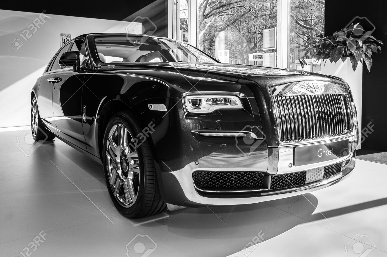 Berlin March 08 2015 Showroom Full Size Luxury Car Rolls Royce Stock Photo Picture And Royalty Free Image Image 37712967