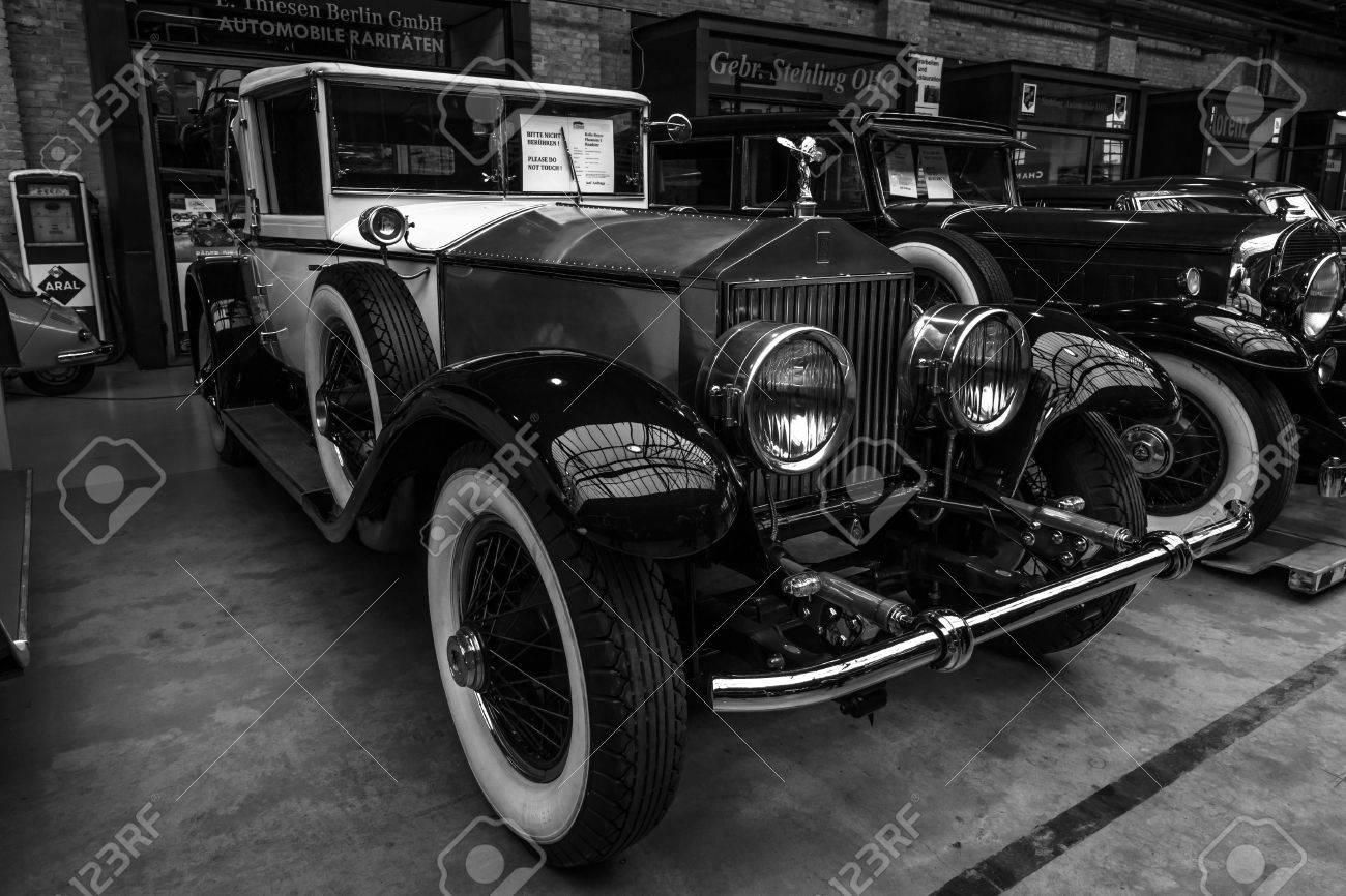 BERLIN - MAY 10, 2015: Vintage car Rolls-Royce Phantom I, 1927. Black and white. The 28th Berlin-Brandenburg Oldtimer Day - 39912033