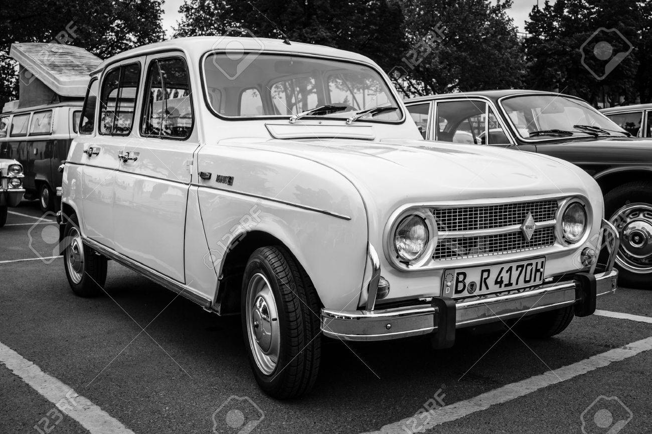 BERLIN - MAY 10, 2015: Economy car Renault 4. Black and white. The 28th Berlin-Brandenburg Oldtimer Day - 40052828