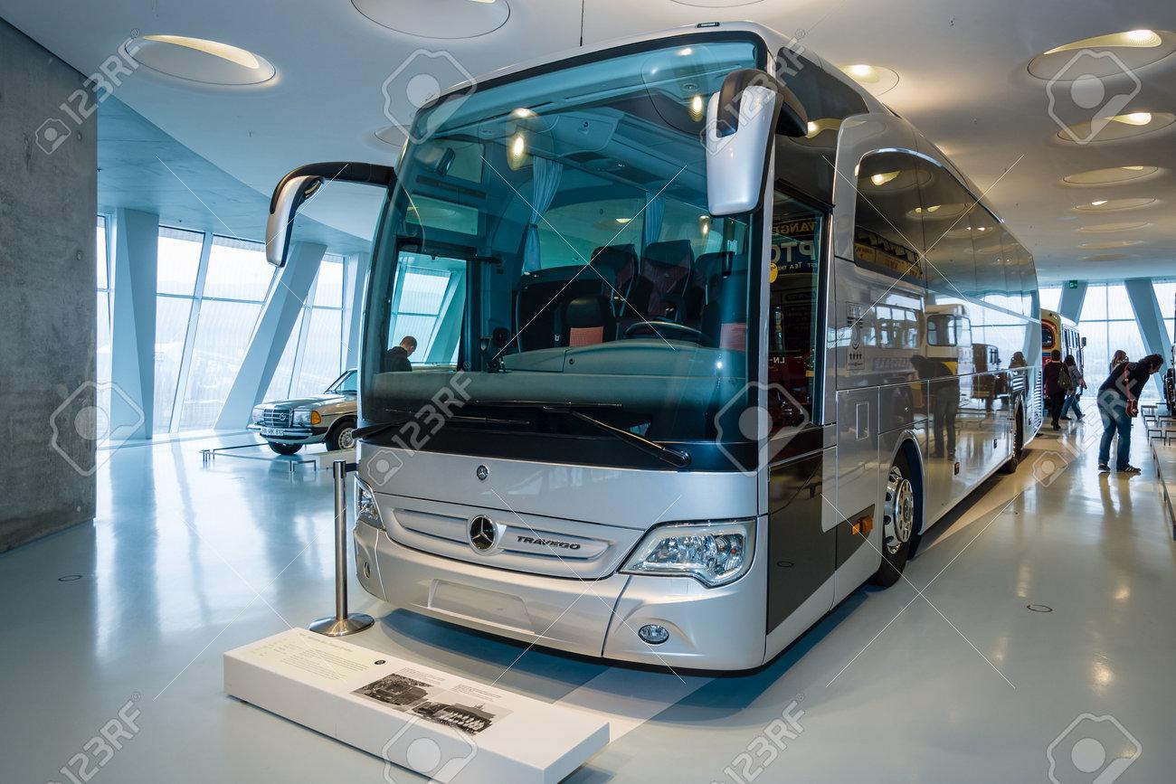 stuttgart, deutschland 19. mÄrz 2016: der reisebus mercedes-benz