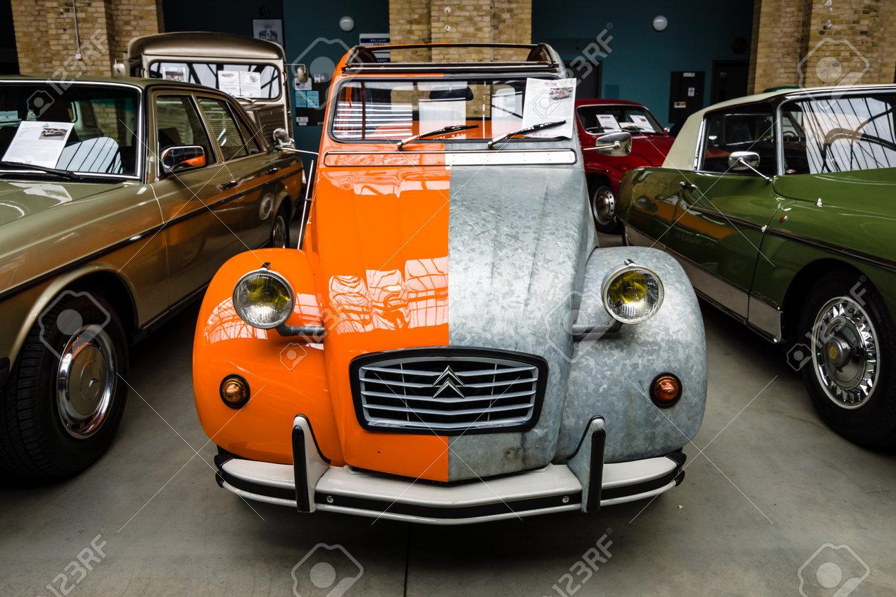 """BERLIN - MAY 13, 2017: Economy car Citroen 2CV in an unusual (two-color) color. Exhibition """"Oldtimertage Berlin-Brandenburg"""". - 79365111"""