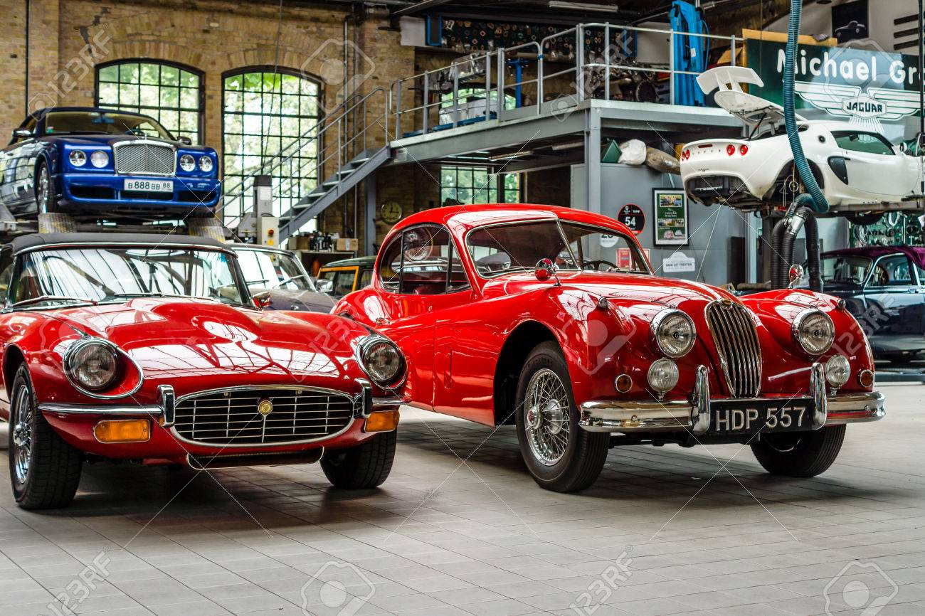 """BERLIN - MAY 13, 2017: Car workshop for maintenance of classic British car. Center of competence for classic cars and youngtimers - Classic Remise. Exhibition """"Oldtimertage Berlin-Brandenburg"""" - 79365180"""