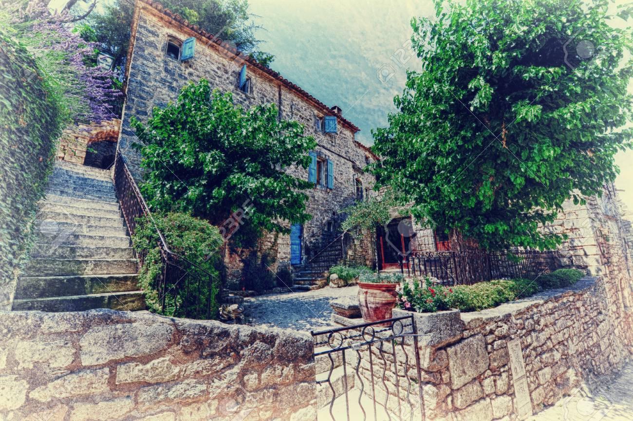 Provenza, Típica Casa Rural Fotos, Retratos, Imágenes Y Fotografía .