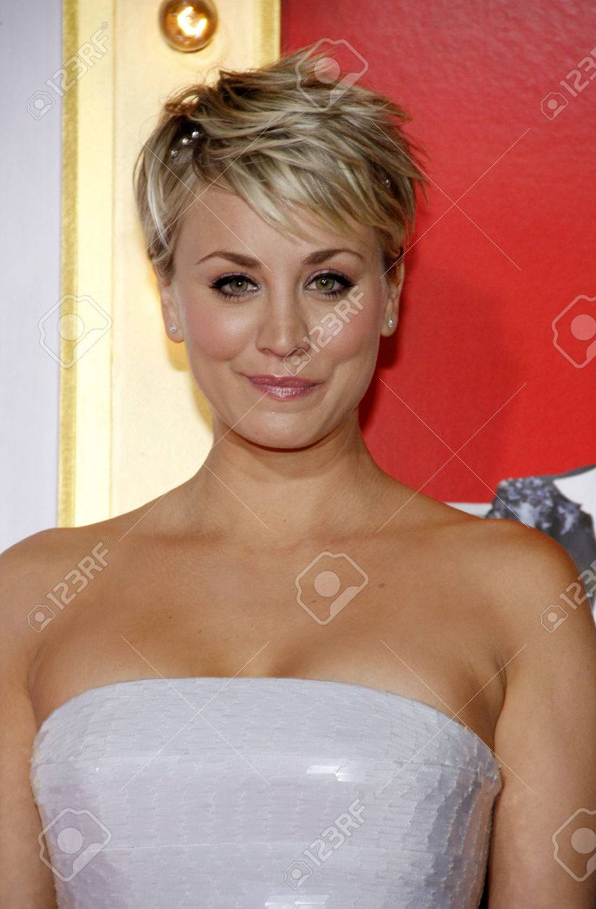 Kaley Cuoco Sweeting At The Los Angeles Premiere Of The Wedding
