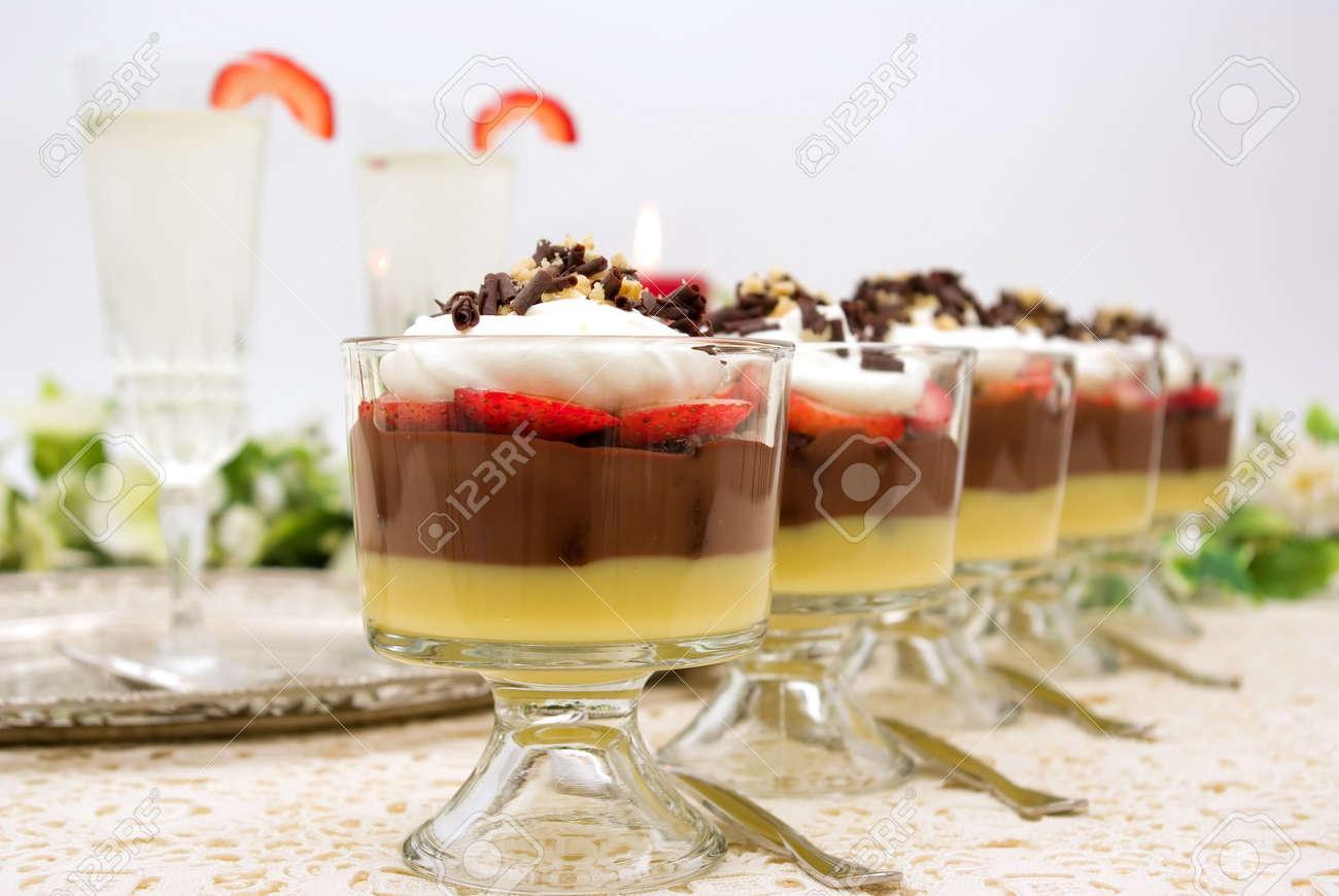 Gehe Pudding Mit Schokolade Vanille Pudding Erdbeeren Schokolade