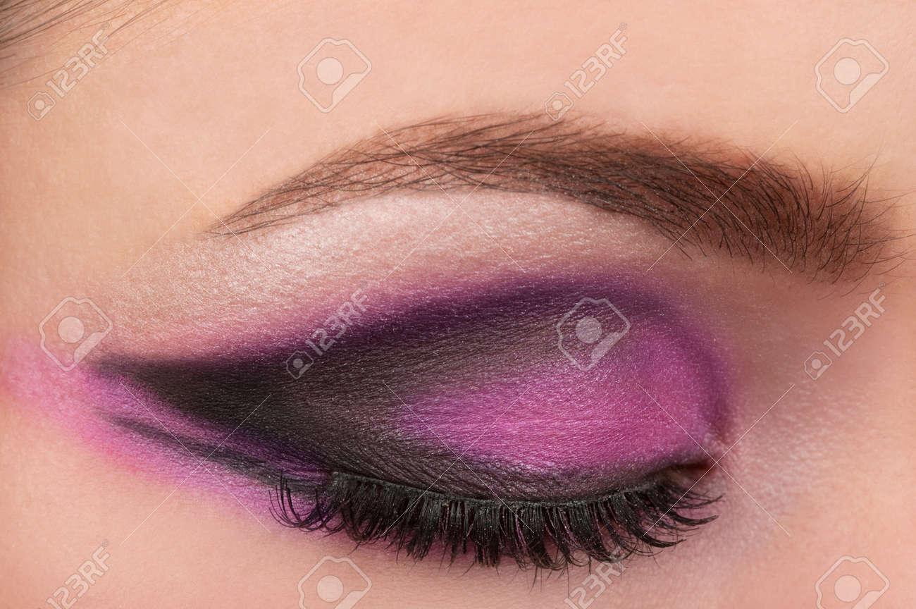Eye and eyebrow make up - 10311322