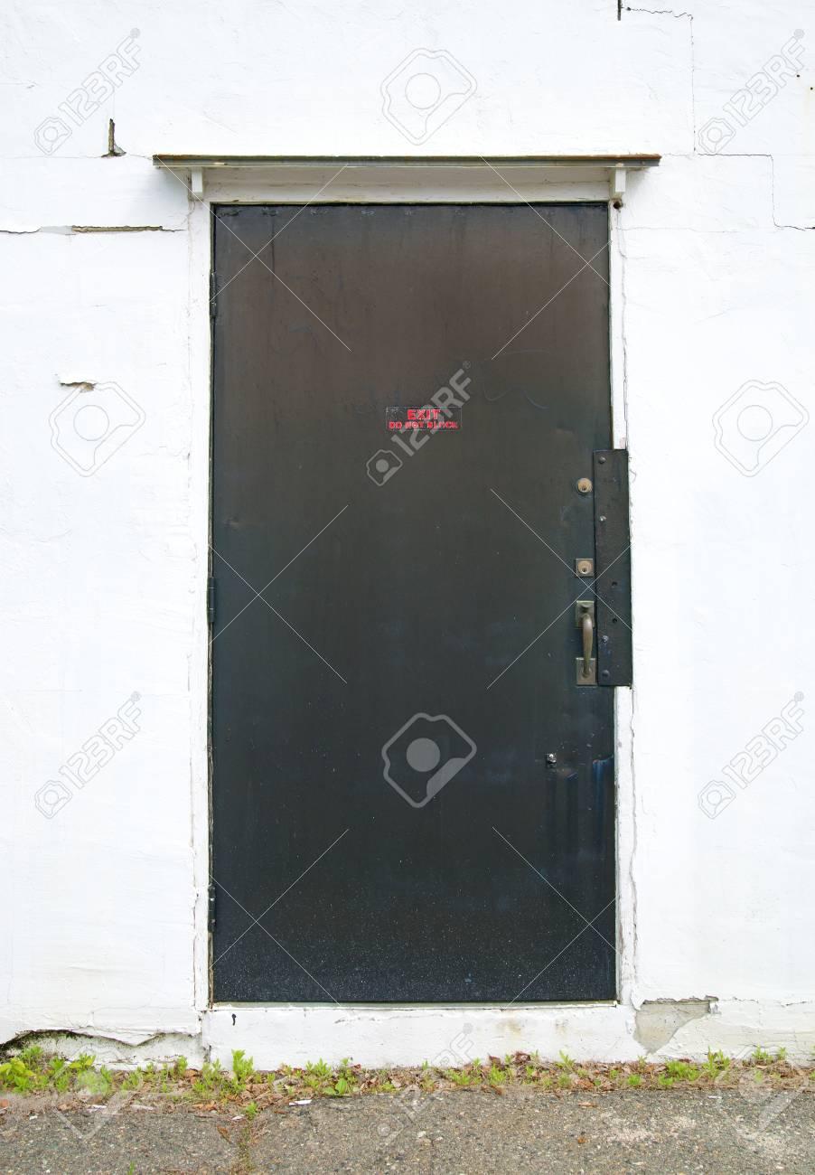 Une Sortie En Acier Exterieur Porte Exterieure Monte Dans Un Mur En