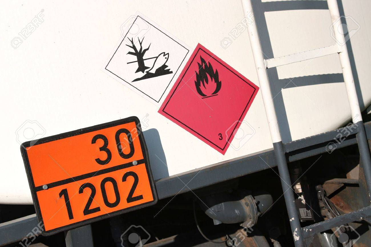 orange-colored plate with hazard-identification number 30 and UN-Number 1202 - 51782895