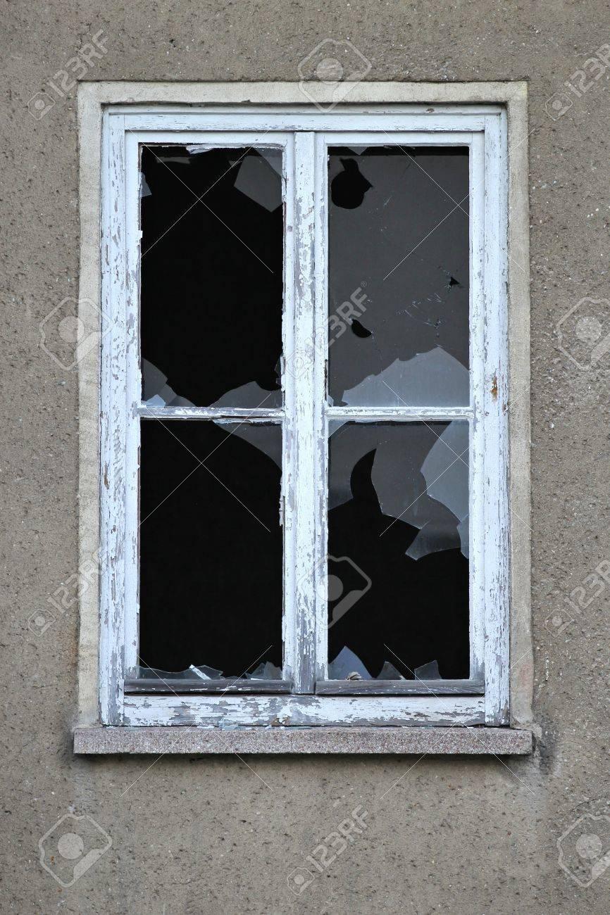 smashed window - 52605868